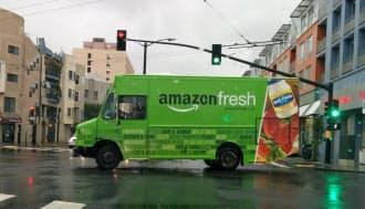 サンフランシスコ市内を走るアマゾン・フレッシュの配送トラック