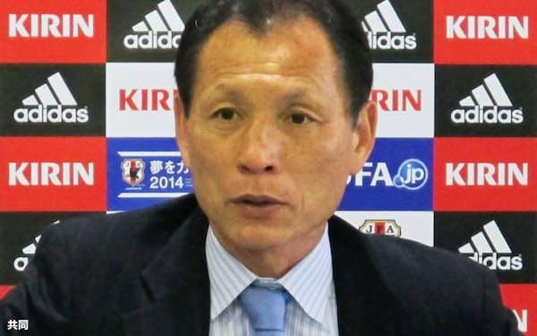W杯の予備登録選手を発表する、日本サッカー協会の原博実専務理事(13日午後、東京都文京区)=共同