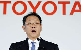 過去最高益の決算を発表するトヨタ自動車の豊田章男社長(8日、東京都文京区)