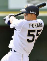 4回オリックス2死二塁、T―岡田が右中間に2ランを放つ(24日、ほっともっと神戸)=共同