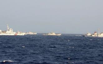 南シナ海・西沙諸島周辺における中国の艦船=共同