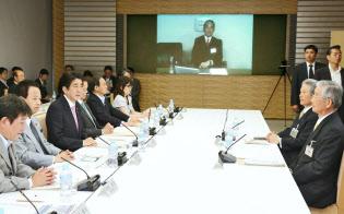 5月28日、産業競争力会議の課題別会合であいさつする安倍首相