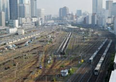 JR東日本が新駅建設を決めた山手線の品川―田町間。奥が品川駅