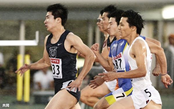 陸上日本選手権の男子100メートル決勝、10秒22で初優勝の桐生祥秀(8日、とうほう・みんなのスタジアム)=共同