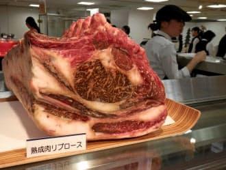 伊勢丹新宿本店の催事にも熟成肉の塊がお目見えし、注目を集めていた