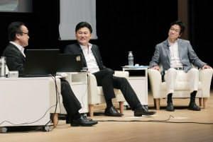 「ビッグデータ時代の経営戦略~ICT企業トップに聞くリーダーシップ」をテーマに討論する(右から)樋口、三木谷の各氏(10日午後、東京・大手町)