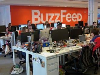 新興ニュースサイト「バズフィード」は、世界で約200人の編集部員を抱える(ニューヨーク市の本社内)