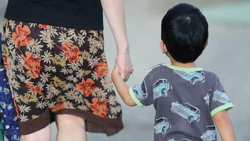 子どもの体罰「容認」6割 NGOが2万人調査