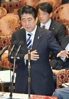 衆院予算委で答弁する安倍首相(14日午前)