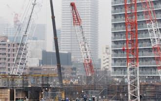建設が進む超高層マンション(東京都中央区晴海)