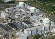 6月までに再稼働すると見込んでいた北海道電力泊原発の運転停止は長引いている(奥から1号機、2号機、3号機)
