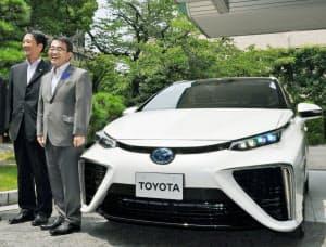 トヨタ自動車の新型燃料電池車=共同