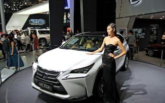 トヨタの高級車「レクサス」も中国当局の調査を受けている(4月、北京モーターショー)
