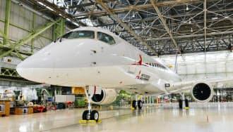 飛行試験に使う小型ジェット旅客機MRJの1号機(6月24日、愛知県豊山町)=三菱航空機提供