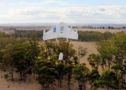 米グーグルが公開した無人機による配送実験の様子=グーグル提供