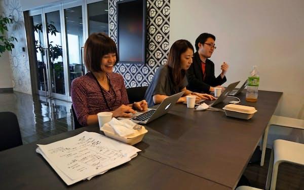 「ザ・ファッションハック」に取り組む参加者たち