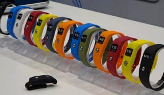 様々なカラーバリエーションをそろえた独ランタスティック社のウエアラブル端末