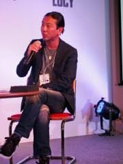 ワーナーミュージック・ジャパンの鈴木竜馬氏はアーティストの海外での成功には「意思を持って仕込み、フィードバックすることが必要」と話す