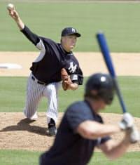 試合形式の練習に登板し、5回を0点に抑えたヤンキース・田中将。日本時間22日の試合で復帰を予定する(15日、タンパ)=共同