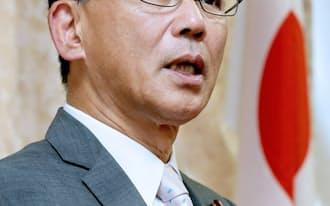 インタビューに答える自民党の谷垣幹事長(19日午後、自民党本部)