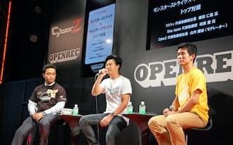 対談するミクシィの森田仁基社長(中)と英キング日本法人の枝広憲社長(右)。司会はCyberZの山内隆裕社長(左)が務めた