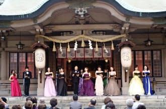 坐摩神社の屋外ステージではオペラ歌手が競演する(大阪市中央区)