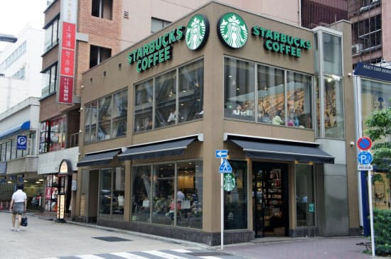 東京・銀座にあるスターバックスの日本1号店。1996年の進出以来、急速に店舗を増やしてきた