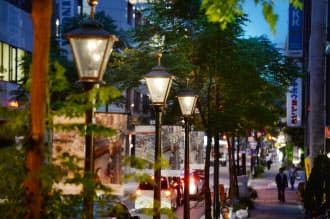 三休橋筋で6月に全面点灯したガス灯(大阪市中央区)