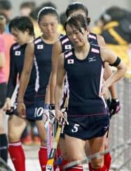 ホッケー女子は準決勝で中国に敗れ、優勝を逃して今大会でのリオデジャネイロ五輪出場権獲得はならなかった(29日、仁川)=共同