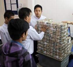 ミャンマーの国内銀行は近代化が遅れている(ヤンゴン)