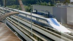 リニア実験センターで公開された新型車両L0系(9月22日、山梨県都留市)=共同