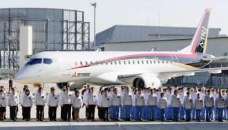 三菱航空機が公開した国産初の小型ジェット旅客機「MRJ」の飛行試験用機体(18日、愛知県豊山町の三菱重工小牧南工場)=共同