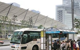 現在、八重洲口周辺にはバス停が15カ所ほど点在している(21日、東京都中央区)