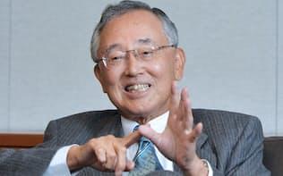 宮内義彦(みやうち・よしひこ)1935年神戸市生まれ。米国に渡って学んだリースを手始めに、不動産、生命保険、銀行などと事業領域を広げてきた金融サービス界の重鎮。最高経営責任者の在任期間は30年を超え、企業経営に関する著書も複数ある。語り口はソフトながら、世の中の動きを分析する視点は鋭く、時に厳しい。マクロ経済についての関心も高く、規制改革にも長く取り組む。野球好きで知られ、球団オーナーの顔も持つ。現在は「シニア・チェアマン」として経営への助言を続けている