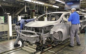 海外への生産移管などで国内生産の回復は遅れている(日産の九州工場)