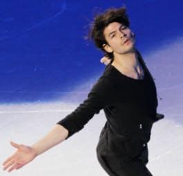 バンクーバー冬季五輪のエキシビションで演技するランビエル(2月)=写真 小林健