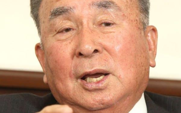 おかべ・けいいちろう 1932年生まれ。56年京大卒、同年丸善石油入社。同社など3社が合併したコスモ石油で代表取締役社長などを歴任、04年から現職。石油連盟会長、石油学会会長も務めた。京大野球部では2、3年時に投手。