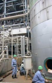 廃止予定の火力発電を再稼働させるなど供給力の上積みに奔走する(福岡県苅田町の苅田発電所)