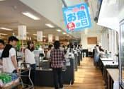 にしてつストア香椎店は自然光の活用などで消費電力を5割削減した(福岡市東区)