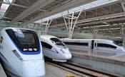鉄道建設投資を計画より1割弱積み増す(22日、上海市内の虹橋駅)
