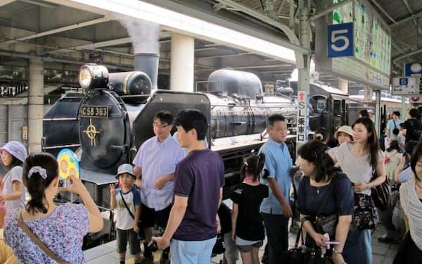 秩父鉄道は夏休み期間中は、平日にもSLの運行日を設ける(熊谷駅)