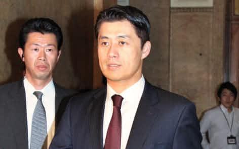 民主党の常任幹事会に臨む細野政調会長(16日、国会内)