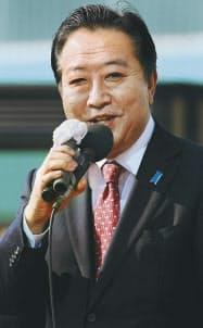 24日午後、街頭演説する野田首相(東京都多摩市)
