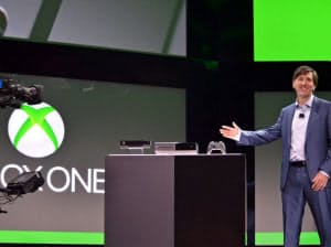 Xbox Oneを発表するマイクロソフトのドン・マトリック氏