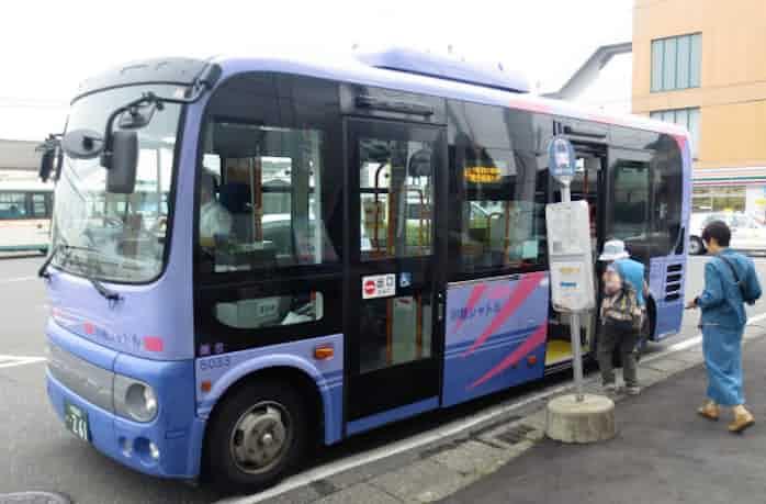 埼玉でデマンド交通広がる 不振の循環バス代替: 日本経済新聞