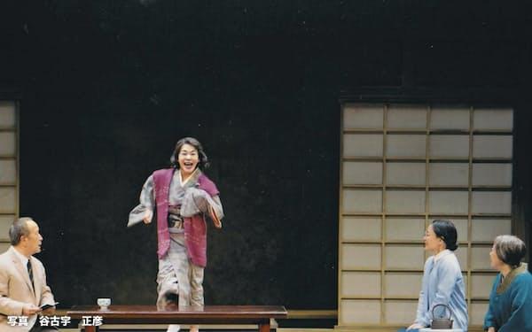 左から木場勝己、大竹しのぶ、神野三鈴、梅沢昌代=写真 谷古宇 正彦