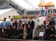 総選挙ではカツオのわら焼きなど、オススメの54店が選ばれた(9日、高知市)