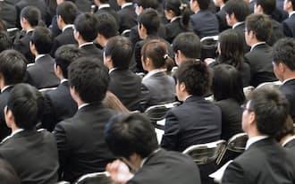 企業はグローバル人材を求めている(1日の入社式、東京都新宿区)
