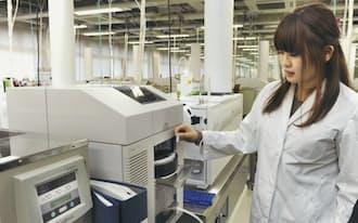 慶応義塾大学先端生命科学研究所の研究成果をもとに開発した分析機器(山形県鶴岡市)