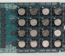 脳の神経回路をまねて開発した半導体=IBM提供